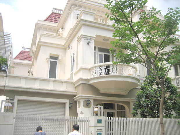 House with garden and courtyard for rent in Hanoi Block T Ciputra