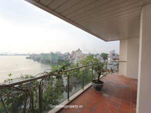 Hanoi Lake view luxury apartment for rent on Thanh Nien street