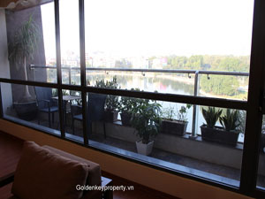 Penthouse for rent with beautiful lake view in Dong Da Dist