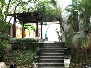 Tay Ho modern villa for rent on Lac Long Quan street