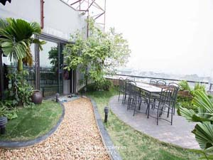 Truc Bach lake view apartment with garden rental in Ba Dinh Dist