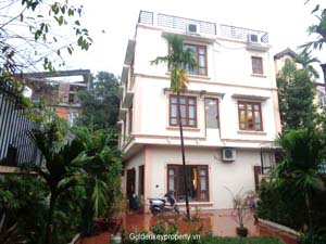 Westlake view villa with garden for rent in Tay Ho, Hanoi