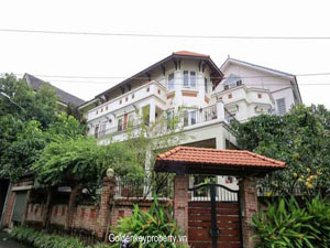 Villa for rent with garden and pool on Vuon Dao Westlake area