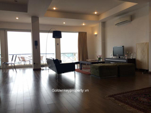 Xuan Dieu lake view apartment 3 beds for rent in Tay Ho district