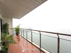 Hanoi Lake view luxury serviced apartment for rent