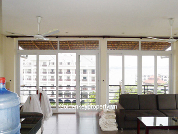 Lake view apartment for rent in Nghi Tam, Tay Ho Dist, Hanoi
