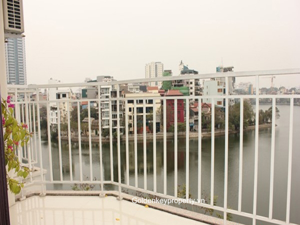 1 bedroom apartment for rent in Truc Bach, balcony, lake view