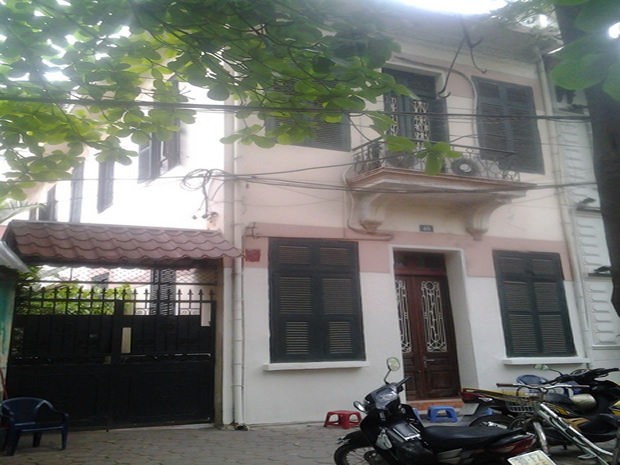 French house for rent in Hanoi nice courtyard and garden