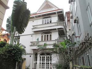 House in Nghi Tam Hanoi rental, large yard and West Lake view