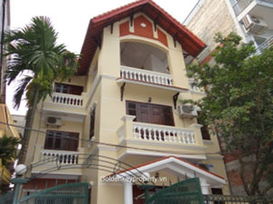 Lake view house rental in Tu Hoa street, Nghi Tam Hanoi