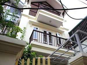 Nghi Tam House 3 bedrooms for Rent with partially furnished