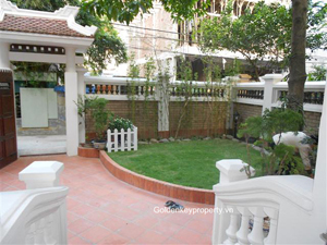 Old style 3 bedrooms house rental in Nghi Tam village Hanoi