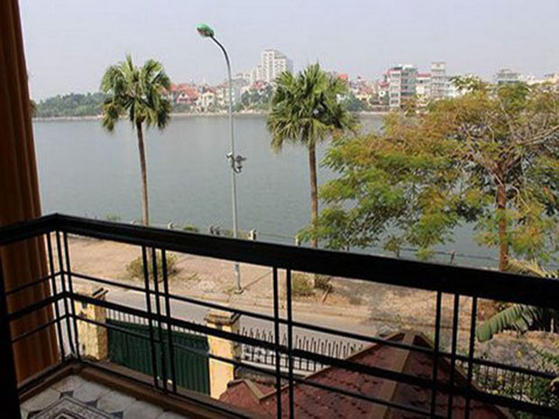 House for rent in Hanoi, Tay Ho with lake side and nice courtyard