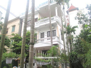 House rental in Tay Ho, large garden and outdoor swimming pool