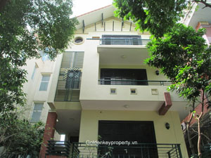 Quiet house for rent in Tay Ho, Quang An street, Hanoi